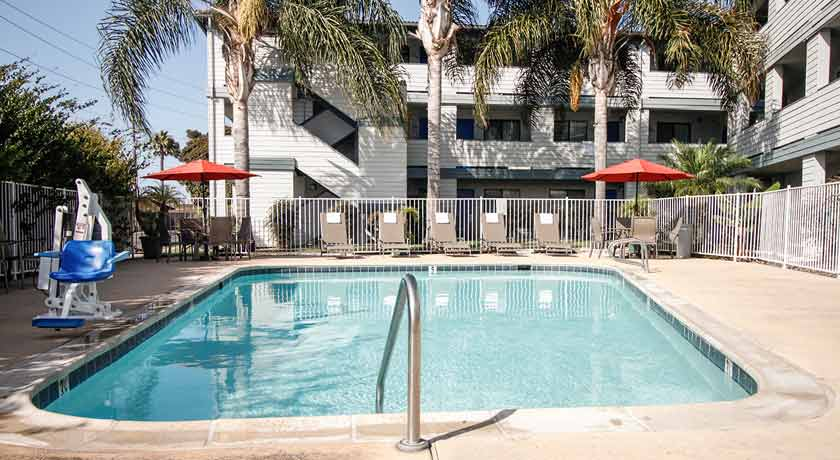 outdoor pool for free in san diego ca hotel